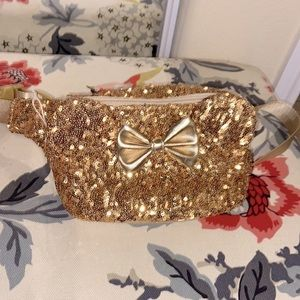 Disney Loungefly Minnie Mouse Gold Sequins hip bag ✨